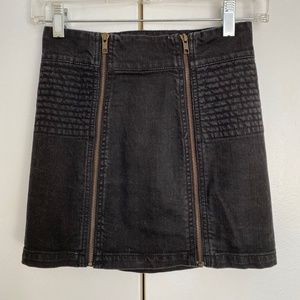 💥3/$25 H&M Black Skirt With Front Zippers Size 4